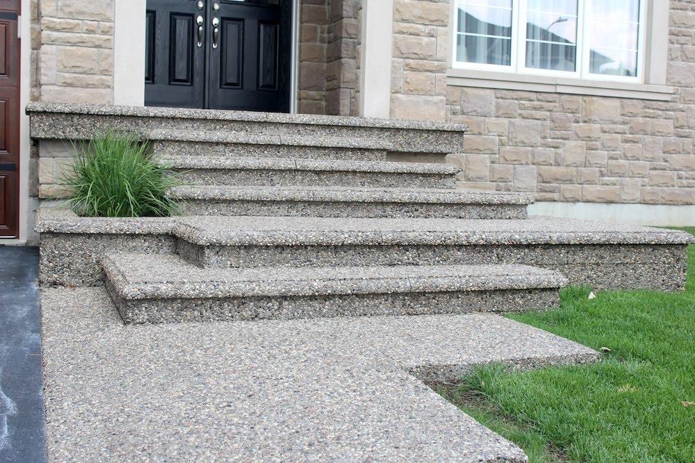 Aggregate bullnosed steps